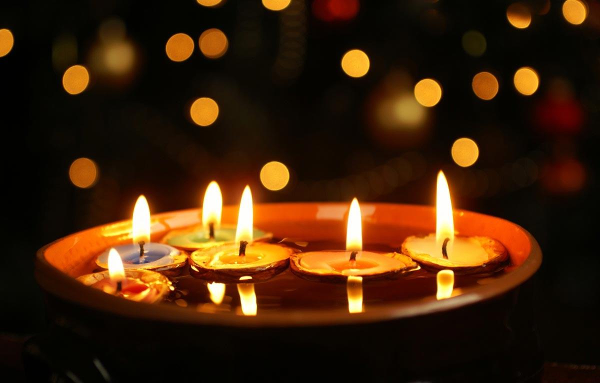 Украшение стола свечами. Фото с сайта www.describe.ru