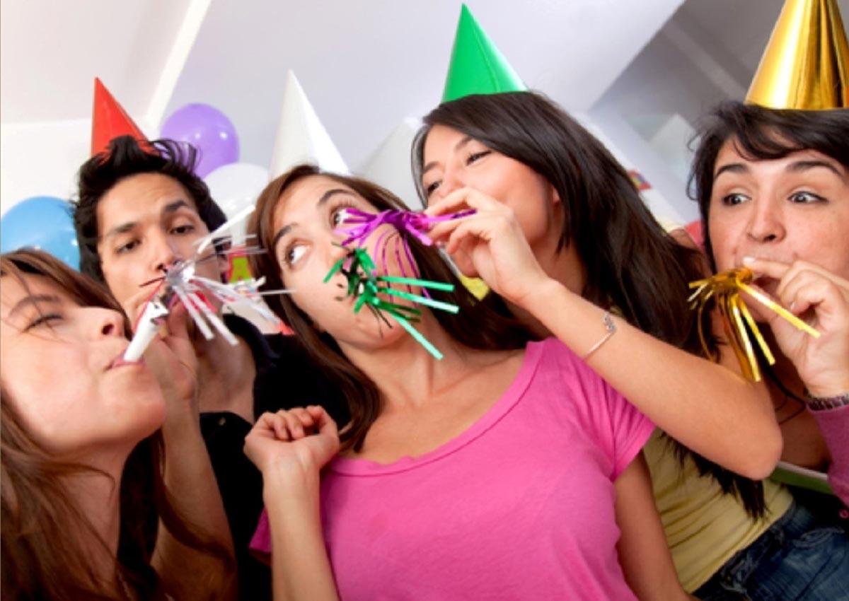 Веселье на дне рождения. Фото с сайта images-amazon.com