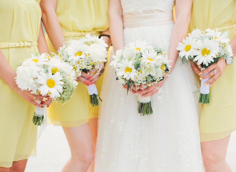 Ромашковый букет для очаровательной невесты. Фото с сайта nevesta.info