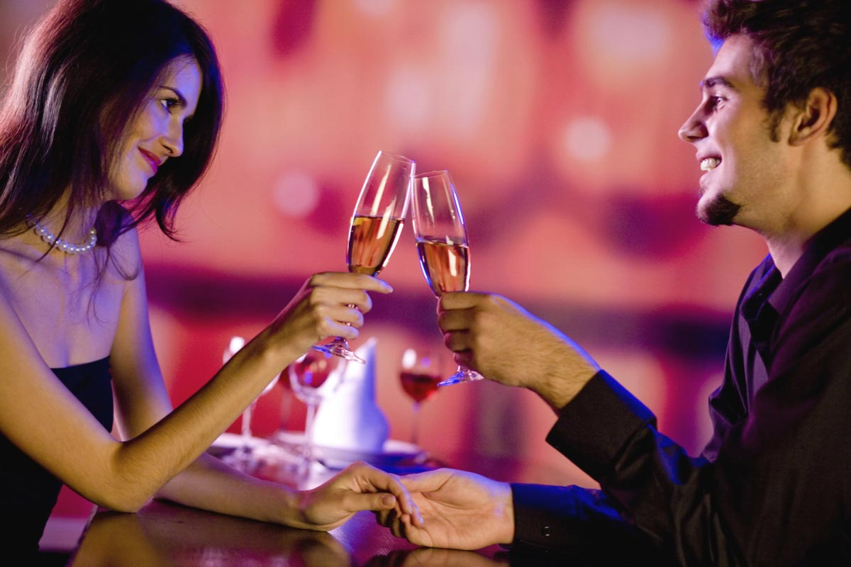 Романтический вечер - проверенная классика. Фото с сайта www.подарочныесертификаты.рф