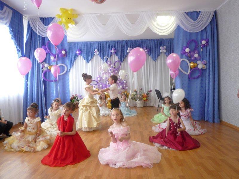 Пусть дети смогут подпевать знакомой композиции. Фото с сайта mirdoshkolnikov.ru