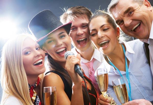 Можно заранее поинтересоваться у коллег, какие конкурсы им нравятся. Фото с сайта www.svadbuzz.ru