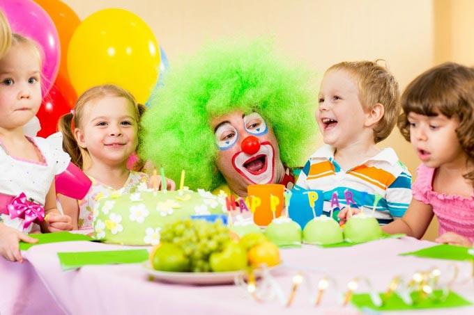 Клоуны - универсальный вариант. Фото с сайта krymsos.com