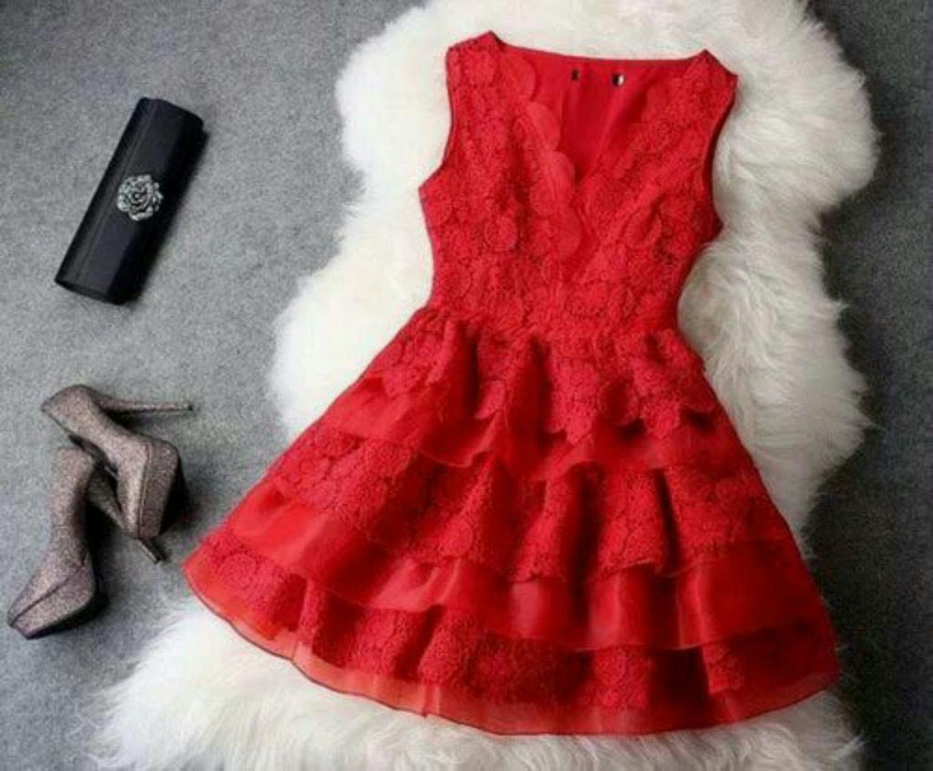Черные аксессуары к красному платью. Фото с сайта favim.com