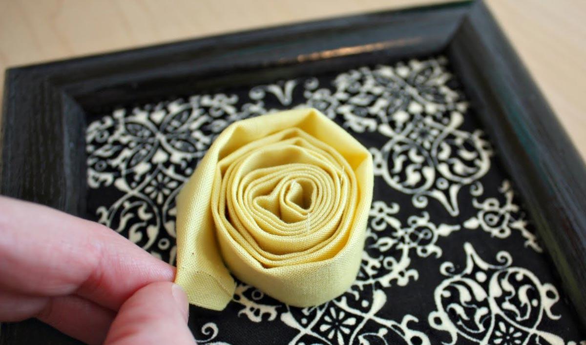 Как скрутить розочку из ткани