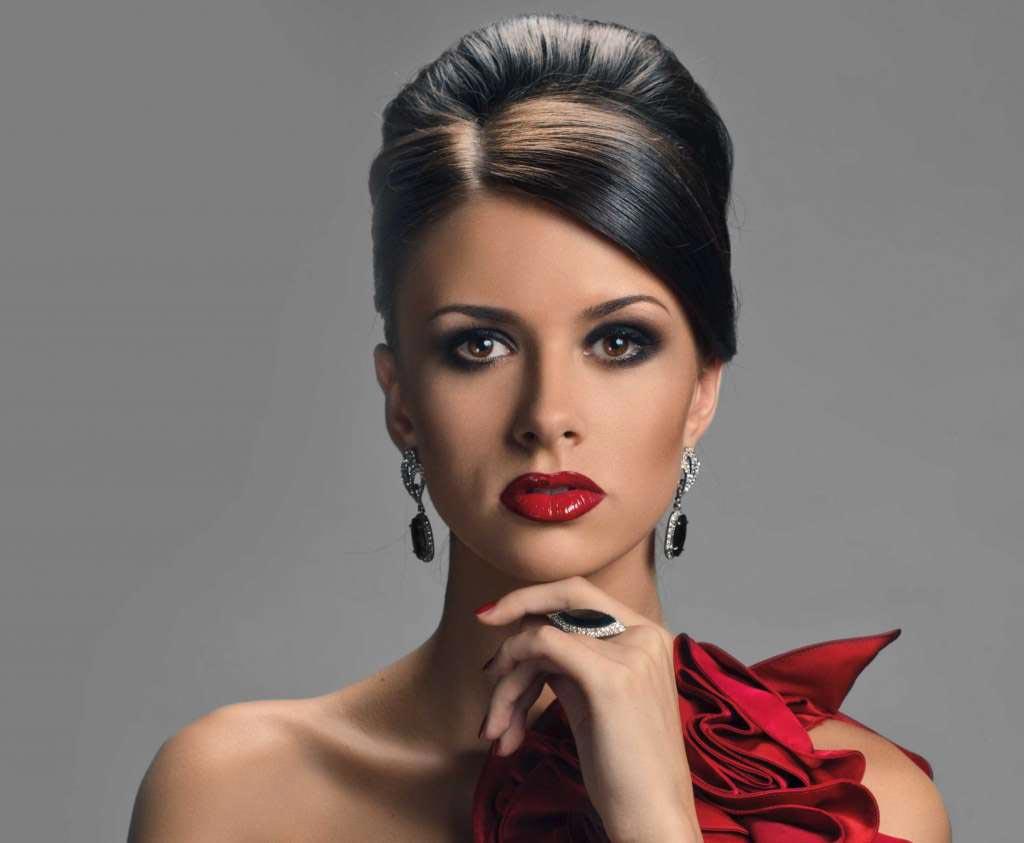 Серьги и кольца под красное платье. Фото с сайта onelady.ru