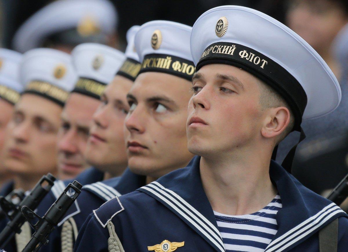 Красивый строй моряков. Фото с сайта businessinsider.com