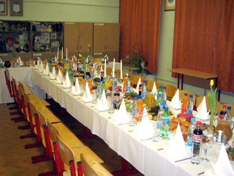 Можно устроить банкет прямо в классе. Фото с сайта www.afurshet.ru