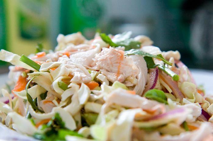Нежный салат с курочкой. Фото с сайта fb.ru