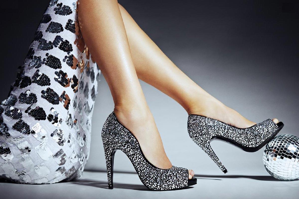 Обувь должна быть не менее шикарной, чем само платье. Фото с сайта forwallpaper.com