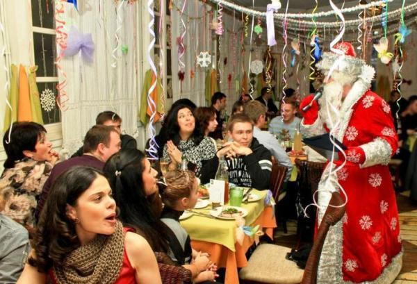 Хорошо, если на празднике будет ведущий. Фото с сайта boombob.ru