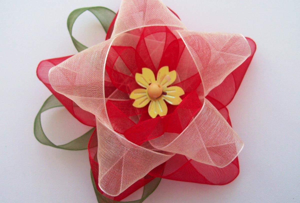 Бант-цветок. Фото с сайта mediasubs.ru