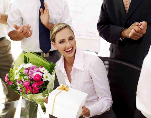 Удивите коллегу индивидуальным подходом. Фото с сайта blog.telefleurs.fr