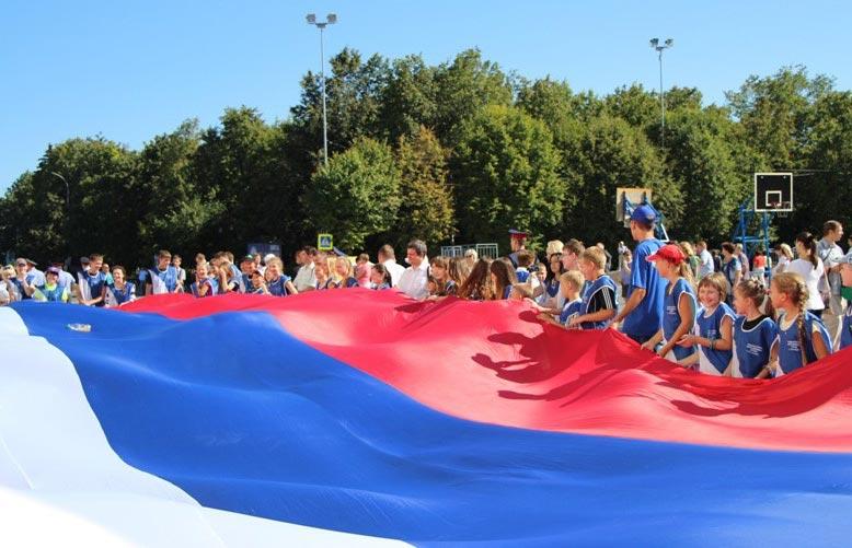 Огромный флаг России. Фото с сайта mger2020.ru