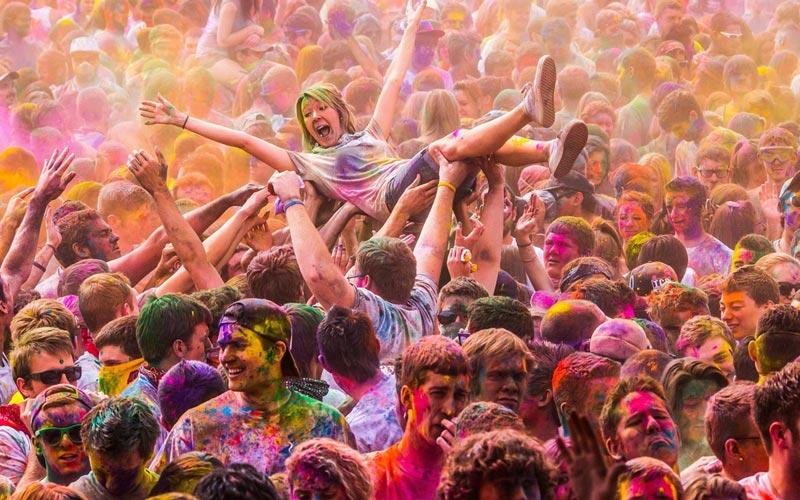 Веселый и радостный праздник холи. Фото с сайта www.artleo.com
