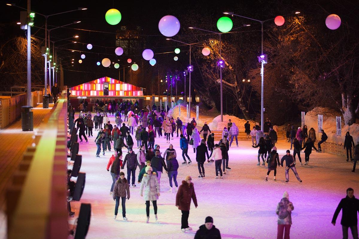 Катание на коньках - хороший вариант праздника. Фото с сайта v2015god.ru