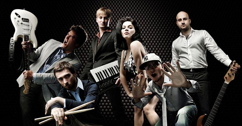 Живая музыка - хороший вариант. Фото с сайта www.funlib.ru
