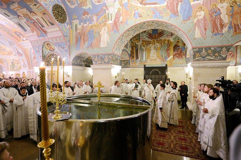 Хорошо посетить церковь в Крещенский сочельник. Фото с сайта patriarchia.ru