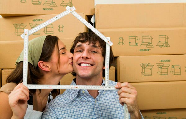 Можно обыграть в оформлении тему нового дома. Фото с сайта plus-pereezd.ru