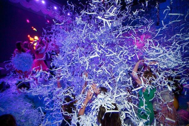 Бумажное шоу в клубе. Фото с сайта аксиния.com