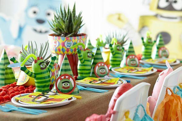 Для тематической вечеринки стол должен быть сервирован соответствующе. Фото с сайта holidaydays.ru