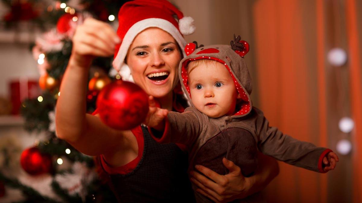 Маленький ребенок - не помеха для веселого Нового года. Фото с сайта mwallpapers.net