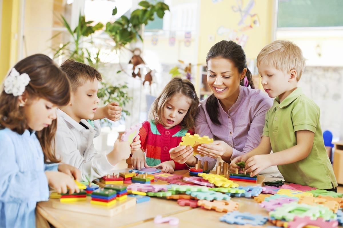 Подарок воспитателю не должен быть слишком личным. Фото с сайта www.sharedteams.com