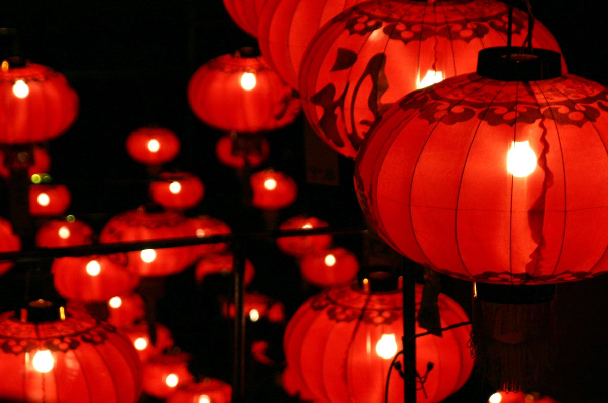 Китайские фонарики в интерьере. Фото с сайт аwww.infraredheatersdirect.co.uk