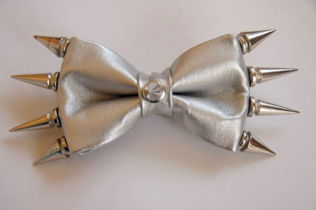 Декорированные края у галстука-бабочки