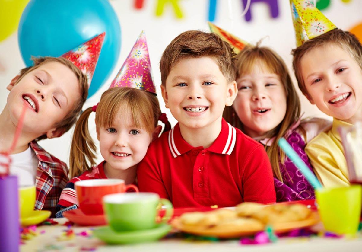 Празднование в кафе дети обычно воспринимают положительно. Фото с сайта www.kalambyr.ru