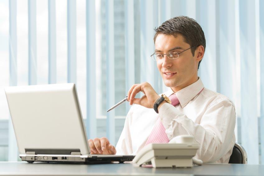 Праздничная атмосфера должна ощущаться и на рабочем месте. Фото с сайта media.professionali.ru
