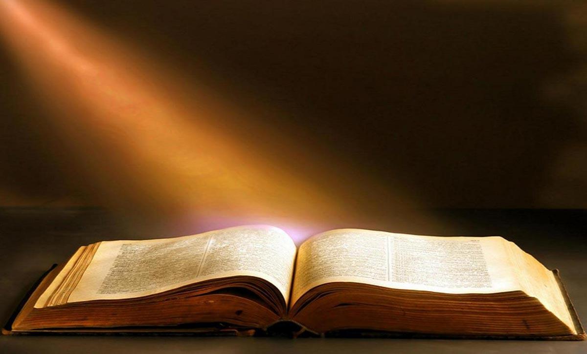 Книга как просвещение. Фото с сайта www.urugero.rw