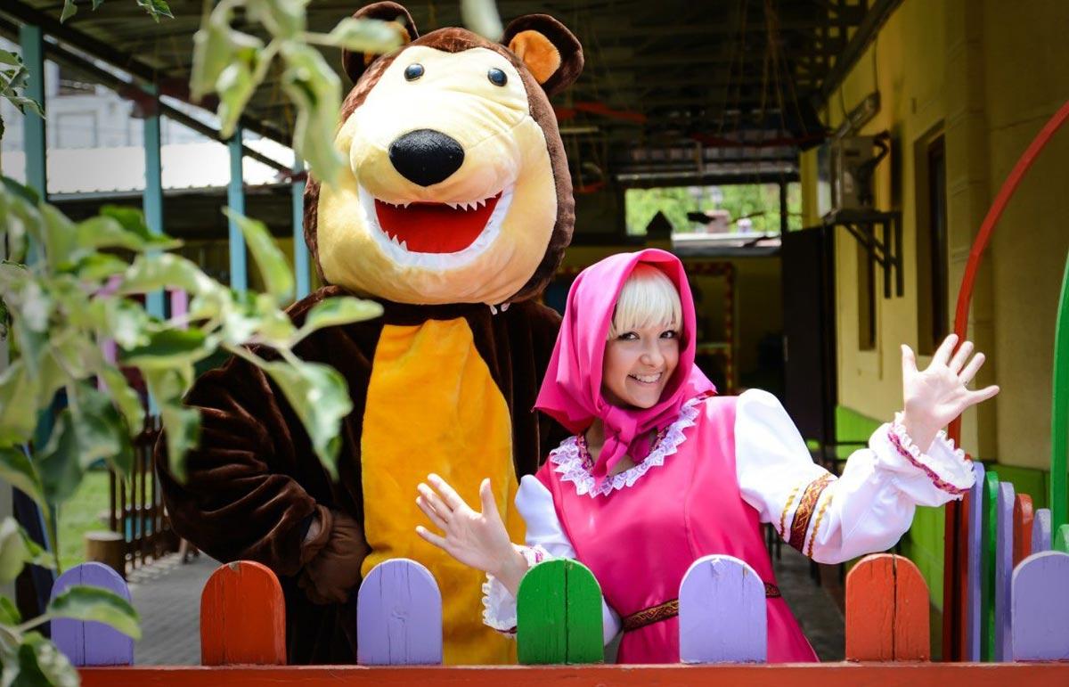 Маша и Медведь, аниматоры. Фото с сайта amazonaws.com