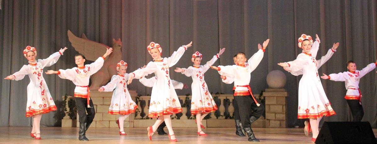 Народные танцы. Фото с сайта www.bstu.ru