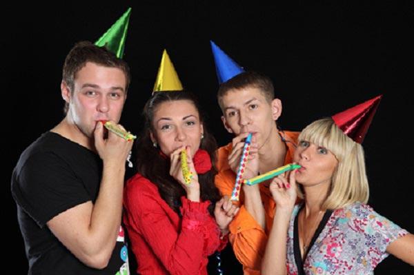 Новый год веселей встречать с друзьями. Фото: gen-sovet.ru