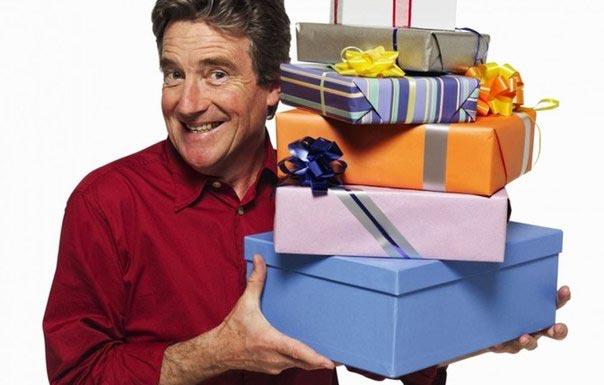 Мужчина будет рад получить целую гору подарков