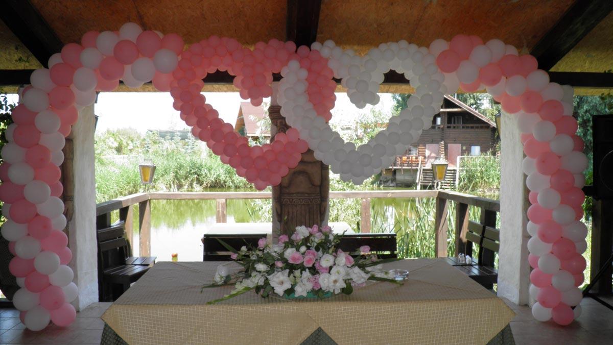 Сердца из шаров на свадьбу. Фото с сайта eda-zakuska.ru