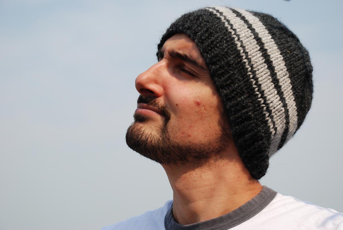 Свяжите любимому шапку. Фото с сайта mamakass.files.wordpress.com