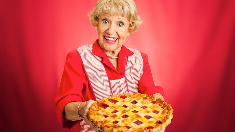 Подарите бабушке хотя бы часть той теплоты, которую она вам всегда отдавала безвозмездно. Фото с сайта www.trendolizer.com