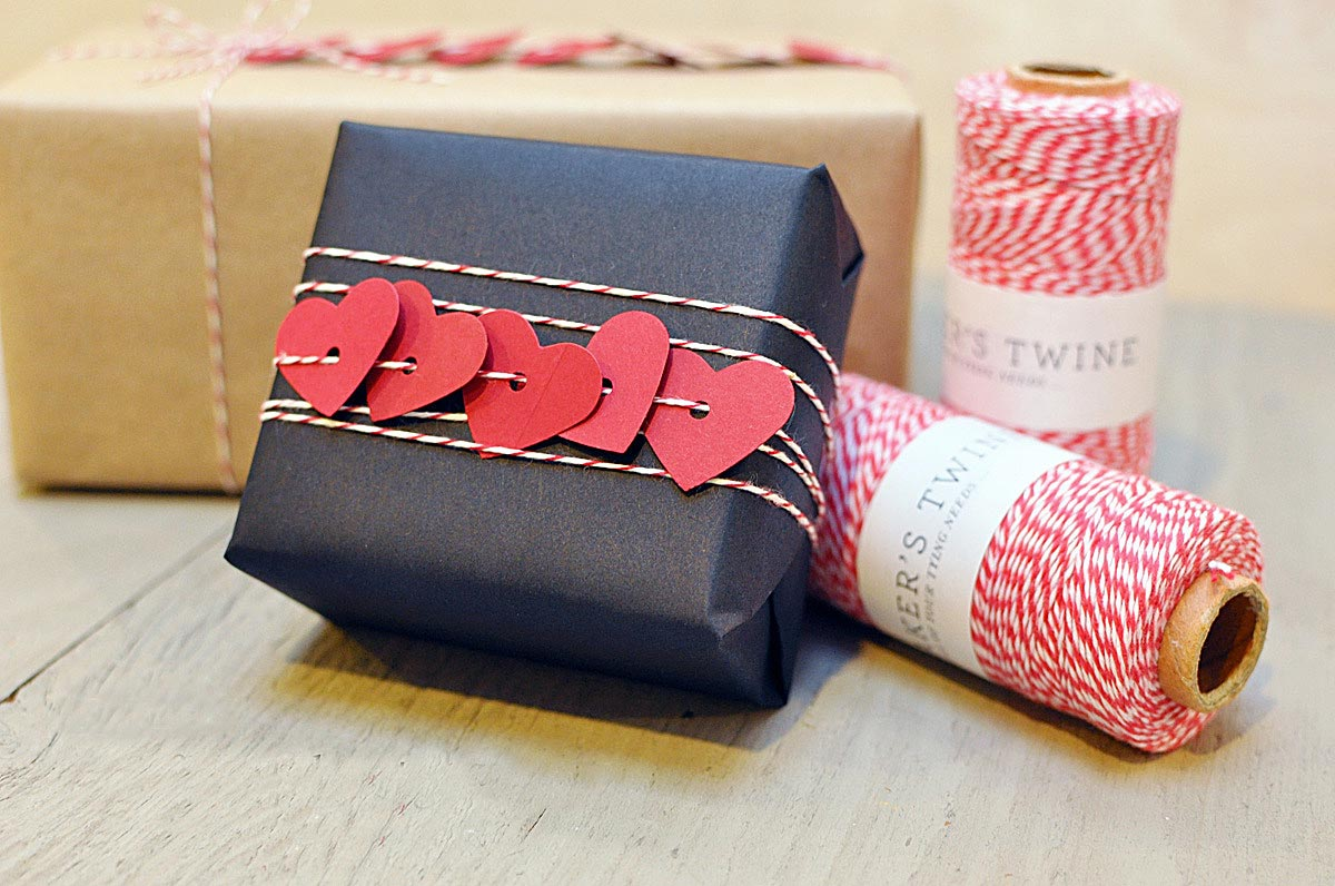 Романтичное оформление новогоднего подарка. Фото с сайта w.svoimi-rukami-club.ru