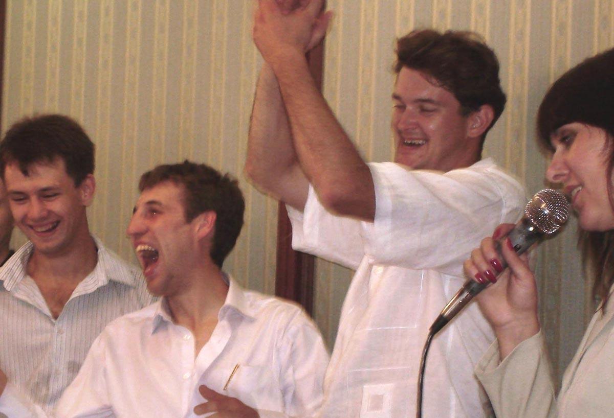 Веселые конкурсы на юбилей. Фото с сайта igraemsvadbu.com