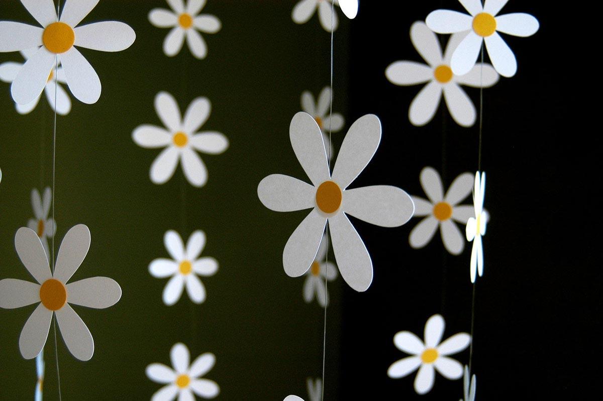 Вертикальная гирлянда-ромашки. Фото с сайта happy-giraffe.ru