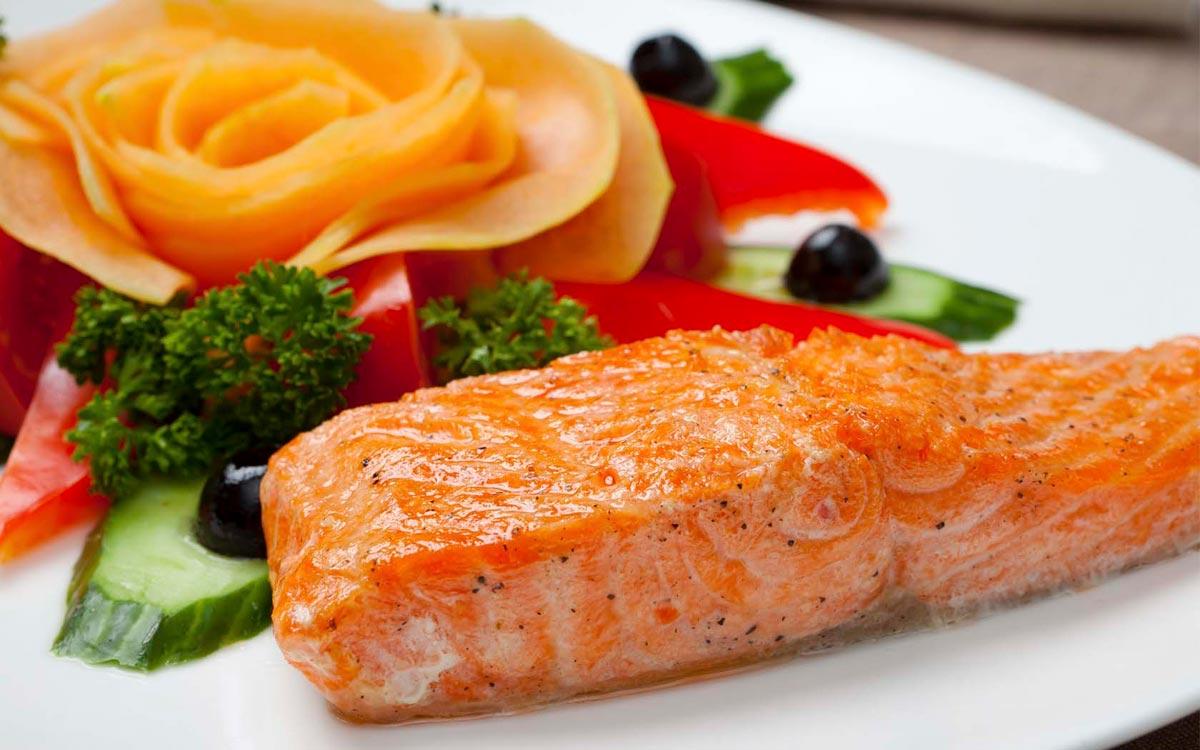 Красная рыба в год Петуха. Фото с сайта prihol.ru
