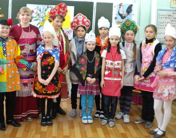 Вот такой может получиться показ мод в русском народном стиле. Фото с сайта schoolvosem.ucoz.ru