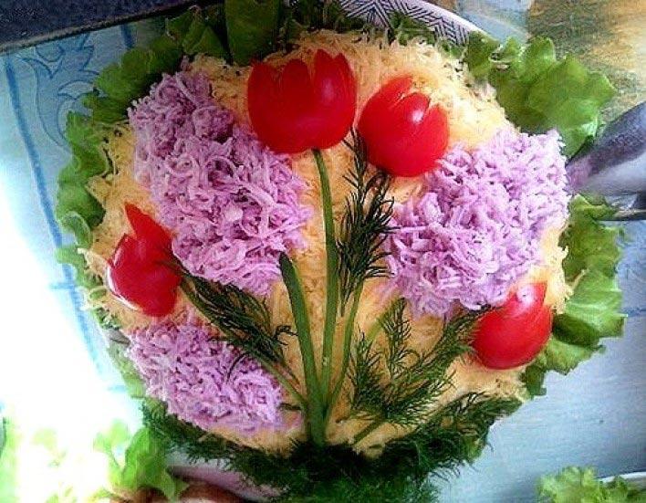 Цветы из помидоров. Фото с сайта www.royalcheese.ru