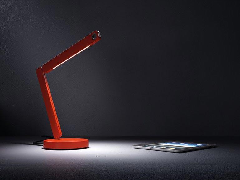 Современная настольная лампа понравится преподавателю. Фото с сайта superdom.ua
