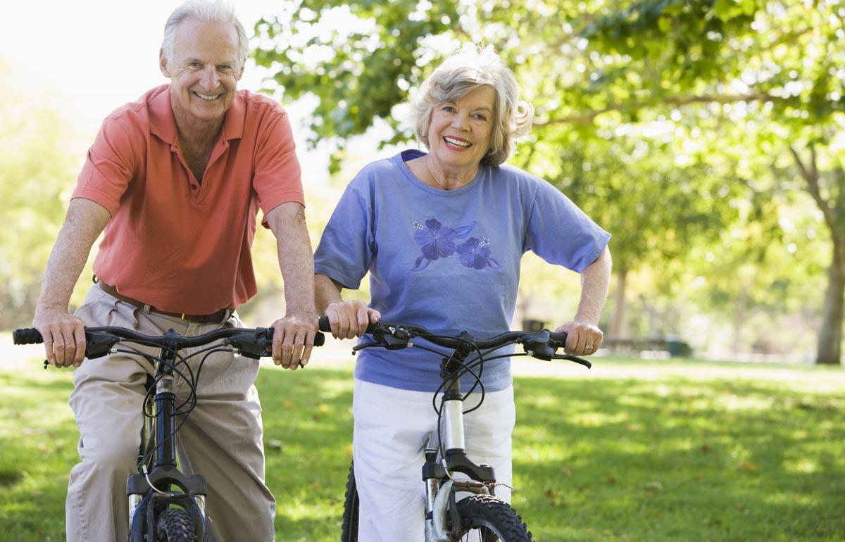 В 70 лет люди могут быть активными и жизнерадостными. Фото с сайта www.mfgplanners.com