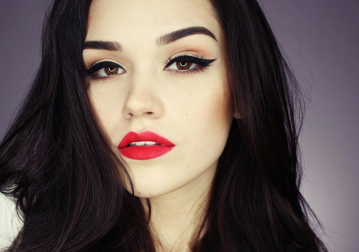 Яркий макияж для брюнеток. Фото с сайта persona-image.ru