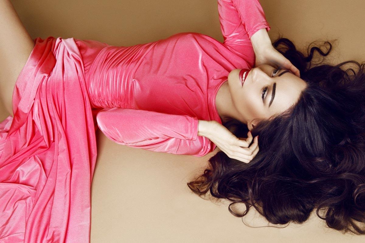 Платье цвета фуксия. Фото с сайта celebs-place.com