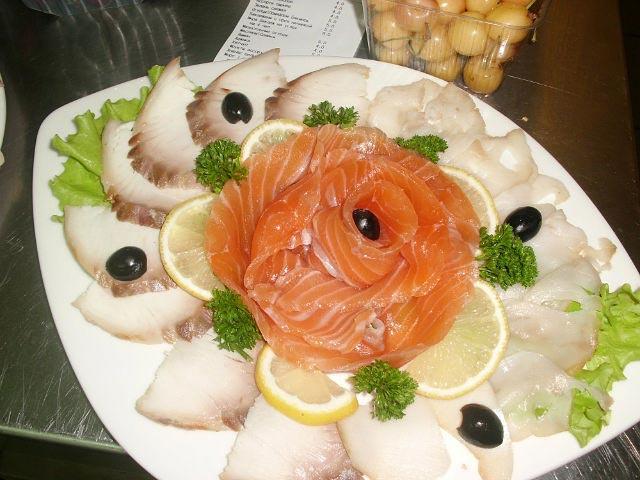 Роза из рыбы. Фото с сайта radikal.ru